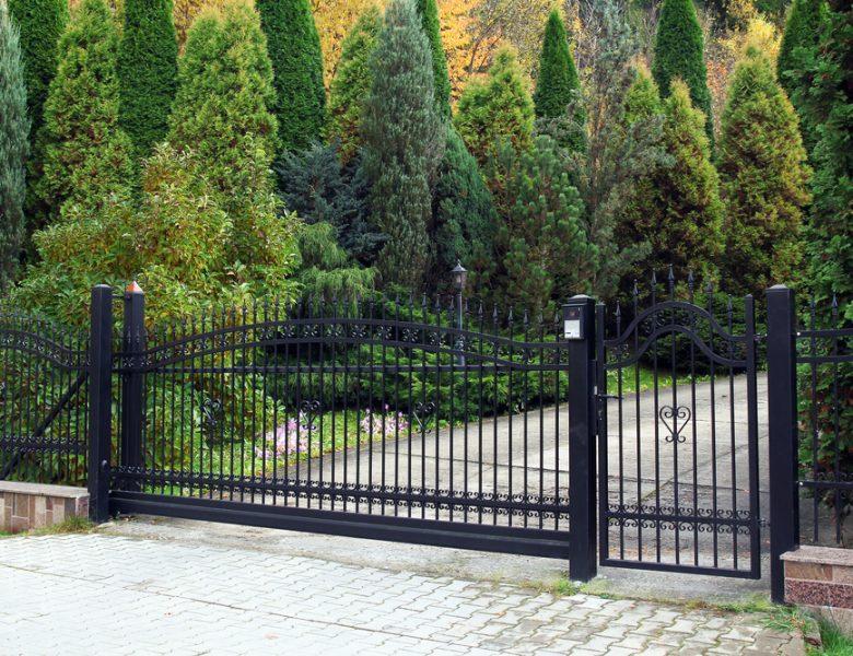 Einfahrtstor: Vorteile & Nachteile, die Sie kennen sollten